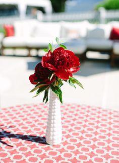 red peony centerpiece | Katie Stoops #wedding