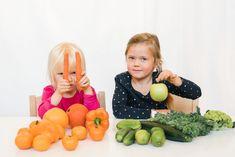 Luodaan muovailuvahasta omia lempikasviksia ja hedelmiä harjoitellen hienomotorisia taitoja erilaisten muovailutekniikoiden avulla.   Katso lisää vinkkejä ja ohjeistukset nettisivuiltamme.  Avainsanat: 0-3v, 3-5v, 5-7v, Kasvikset ja hedelmät, Pienryhmätoiminta, Ruokailoittelua, Taiteellinen kokeminen, Yksilötehtävä