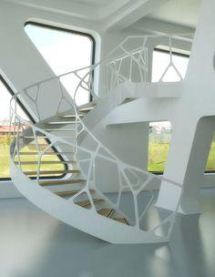 디자인 스튜디오 Eestairs(www.eestairs.com)가 디자인한 오가닉 계단과 또한 블랙과 화이트 색상의 카본 계단.