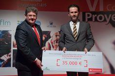 Recibe el premio:  Ramón Pinna, Presidente Asociación ACHALAY. Entrega el premio:  Jesús Cepeda, DG RRHH, Organización y costes.