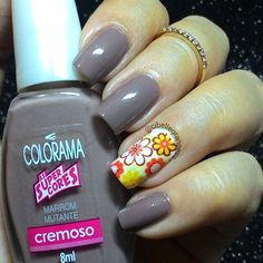 De hoje, usando mais uma película floral liiiinda da @peliculasdamary combinada com esse #marrom divo #marrommutante da @esmaltecolorama  Muito amor  #nails #unhasdasemana #instaunhasdeprincesa #viciadaemvidrinhos #dicasdeunhasbr #nails2inspire #mynails #imade