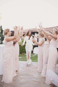 17 Super Fun Photo Ideas For Bridesmaids With A Silly Side
