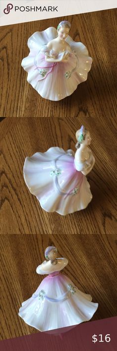 NEW BALLET SLIPPERS PILLAR CANDLE HOLDER CERAMIC WHITE,BLUE,PINK,GREEN FIGURINE