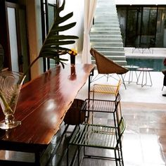 Hee barstool y On the Move Table en una casa hermosa en #Mérida #Yucatan. #nordika #nordikadesign #beorigibalbuyoriginal @arqvcruz @atahualpahdezs