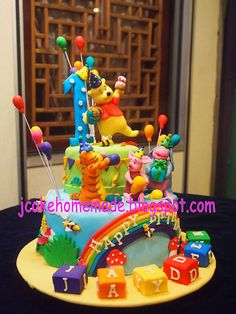 Winnie the Pooh birthday cake by Jcakehomemade, via Flickr