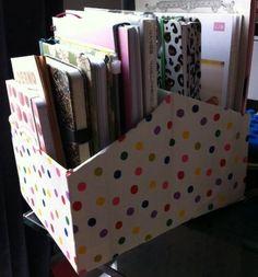 Transformez Facilement vos Boîtes à Chaussures en Jolis Porte-documents. Range Document, Home Crafts, Diy Crafts, Cardboard Box Crafts, Kleenex Box Crafts, Home Organisation, Diy Desk, Tricks, Storage