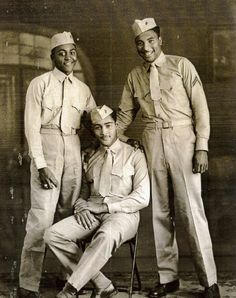 In this undated handout image provided by Carrel Reavis, Reavis is seen, right, posing with two other Marines in uniform. Nearly 70 years after the Marine Corps, the last military branch to racially i Vintage Black Glamour, Vintage Men, Black History Facts, My Black Is Beautiful, American Soldiers, Before Us, African American History, Marines, Usmc
