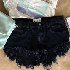 NWT One Teaspoon Bonitas shorts BRAND NEW with tags One Teaspoon Bonitas jean shorts. Size 25, might fit a snug 26. Never worn. In Pontiac denim wash. Low waist, medium rise, raw curved hem, 3 button fly. I love these shorts! However, they are too big for me 😢. No trades, price is firm. One Teaspoon Shorts Jean Shorts