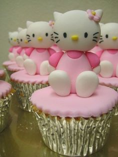 Kitty cakes Only for you guys: mariam and nha :)