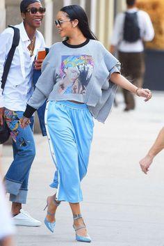 Rihanna street style / pantacourt / pointed heels / pastel colors
