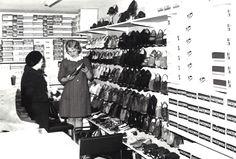 Keskimaan myymälässä kenkäostoksilla