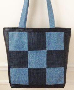 Sac en jean et simili cuir à grands damiers bleu et noir, doublé, 3 poches intérieures, grandes anses : Sacs à main par jossi-creations