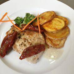 Denné menu Vranov | Steak z bravčového karé na sušenej paradajke, pečené zemiaky - reštaurácia Hotel Patriot*** #BravcovySteak #SuseneParadajky #RestauraciaVranovDenneMenu