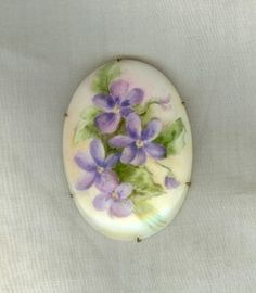 large-vintage-estate-porcelain-brooch-violets-hand-painted-pat-d-beautiful.jpg (262×300)