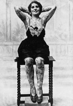 La storia dei tatuaggi in 25 immagini vintage