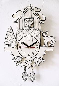 Denken Sie Kuckucksuhren sind spießig und von gestern? Bei Petie hat man die Kuckuckuhr völlig neu erfunden und statt aus langweiligem Holz gibt es die Uhr nun aus bedrucktem Recycling-Papier ganz in weiß mit einer hübschen Illustration.