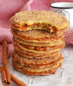 Churro Cookies – This holiday season you have to try these amazing churro cookies! Butter cookies coated with cinnamon sugar and filled with a delicious spiced dulce de leche. Mexican Sweet Breads, Mexican Food Recipes, Sweet Recipes, Cookie Recipes, Dessert Recipes, Mexican Cakes, Mexican Pastries, Filet Mignon Chorizo, Bolos Low Carb