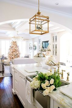 Christmas Home Tour 2017 - Silver and Gold Christmas in the kitchen with flowers in a Blanco sink and gold lanterns - Randi Garrett Design Gorgeous Kitchens, Diy Kitchen Decor, Christmas Home, South Shore Decorating, Christmas Lights In Room, Home, Kitchen Decor, Country Kitchen Decor, Java Kitchen Decor