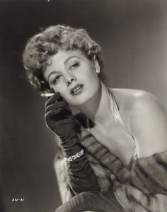 Happy Birthday Shelley Winters(August 1920 – January A bad girl on screen Hollywood Life, Old Hollywood Glamour, Hollywood Fashion, Vintage Hollywood, Hollywood Stars, Classic Hollywood, Vintage Glam, The Poseidon Adventure, Shelley Winters