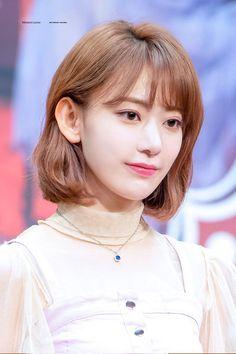 Kpop Girl Groups, Kpop Girls, Sakura Miyawaki, Fandom, Japanese Girl Group, Miyazaki, Korean Outfits, True Beauty, Girl Crushes
