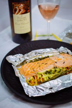 Papillote de saumon Happy Foods, Fresh Rolls, Main Dishes, Salmon, Bbq, Food And Drink, Health Fitness, Healthy Recipes, Meals
