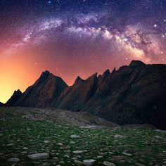 Truly amazing! Panorama of the Milky Way over the Wind River Mountain Range, Wyoming. Photography by @jaxsonpohlmanphotography