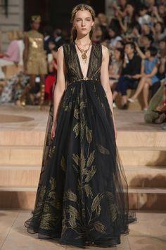 VALENTINO (Haute Couture Fall/ Winter 2015-16)