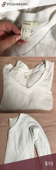 White F21 Knit crop top Really cute long sleeve. Cropped, white, has knit texture but light and comfy. Cute with leggings and some converse for a dressed down long but also can be dressed up with jeans and some booties! From forever 21. Worn only twice! Great condition, just too big for me. Forever 21 Tops Crop Tops