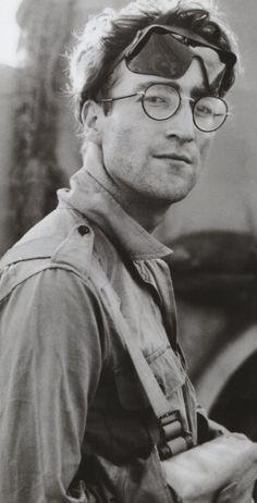 JOHN LENNON.......LOVE THIS PICTURE OF JOHN......NICE...........JOHN WE ALL LOVE…