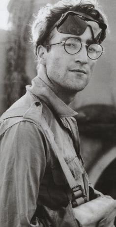 JOHN LENNON.......LOVE THIS PICTURE OF JOHN......NICE...........JOHN WE ALL LOVE YOU AND MISS YOU........LOVE ALWAYS....R.I.P.