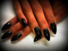 Schoonheidsinstituut Jolien   Matte nagels, blinkend boordje My work