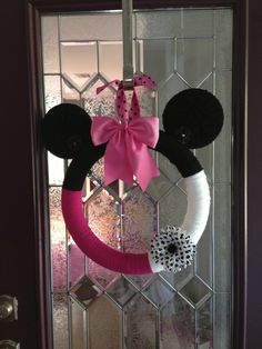 Wreath at a Minnie Mouse Party #minniemouse #party