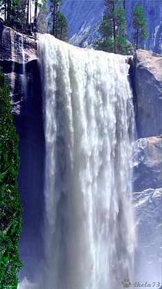 Now that's what I call a waterfall Natural Waterfalls, Beautiful Waterfalls, Beautiful Nature Wallpaper, Beautiful Landscapes, Beautiful World, Beautiful Places, Les Gifs, Les Cascades, Waterfall Fountain