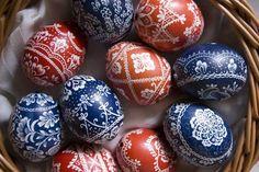 Kako ofarbati jaja voskom: Jedna od najlepših metoda šaranja! (VIDEO)