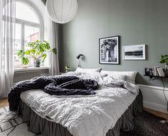 my scandinavian home: The former Swedish apartment of Jasmina Bylund Scandinavian Apartment, Cozy Apartment, Scandinavian Bedroom, Scandinavian Style, Room Interior Design, Interior Design Inspiration, Gravity Home, New Living Room, Bedroom Decor