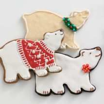 Who says polar bears are just white? Let your family's creativity run wild when they frost and decorate cookies made with this sweet cutter. What you get - Polar Bear Tin Cookie Cutter - Made in V Date Cookies, Bear Cookies, Galletas Cookies, Fancy Cookies, Cupcake Cookies, Cookies Et Biscuits, Iced Biscuits, Polar Bear Christmas, 3d Christmas