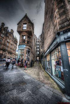 Edinburgh Old Town : Fleshmarket Close | by The Unexplored