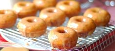 Mini Churro Donuts with Homemade Dulce de Leche - Kinda wanna experiment with some GF flour for these. I'm a sucker for churros! Churro Donuts, Mini Donuts, Churros, Doughnuts, Cinnamon Donuts, Cinnamon Recipes, Baked Donuts, Donut Maker Recipes, Beaux Desserts