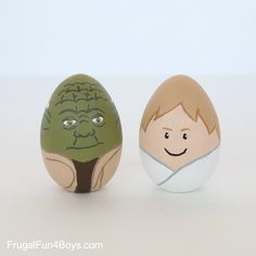 LOVE these Luke and Yoda Star Wars Easter eggs! Find the whole cast (at least of the first 2 eps)  at FrugalFun4Boys
