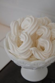 Make your own meringue numbers for the birthday party