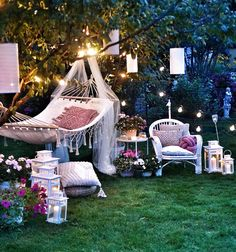 Perfect inspiration for those summer nights Inspire Me Home Decor, Home Furniture Online, Discount Furniture, Contemporary Home Furniture, Cool Furniture, Backyard Movie Theaters, Zen Garden Design, 4 Poster Beds, Oasis