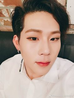 (170322) Jooheon's Weibo update  Chinese Monbebe! How are you all? Thank you for cheering us even from far away! I love you! #BEAUTIFUL    translated by winter_minhyuk ϟ
