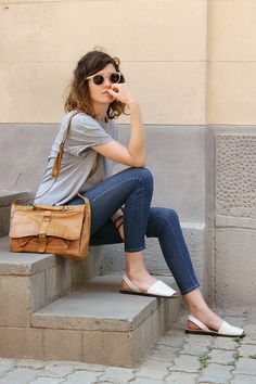 Loose Gray Tee, Capri Jeans, Tan Leather Bag, White Sandals, Circle Sunglasses, Shoulder-length Hairstyle