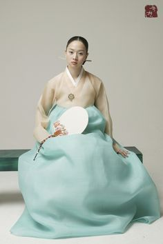 I wish I could incorporate my hanbok into my wedding somehow...it's gorgeous