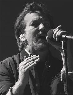 Eddie Vedder. pendulum...he's not sweaty yet. Ah ah ah ah ah...