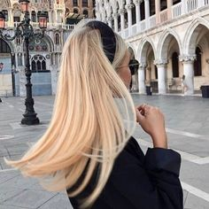 Buttery Blonde Hair Color hair trends 9 Best Fall Hair Trends That Will Inspire Your Next Look Blonde Hair Shades, Blonde Hair Looks, Brown Blonde Hair, Butter Blonde Hair, Girls With Blonde Hair, Blonde Hair Outfits, Blonde Long Hair, Perfect Blonde Hair, Ashy Hair