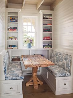 Loving this built-in banquets and table (but desperate to style those shelves!) in Ocean City, NJ home built by Dearborn Builders with interiors by Tory Haynes Interiors {House of Turquoise} Kitchen Banquette, Dining Nook, Kitchen Nook, Eat In Kitchen, Small Dining Area, Kitchen Tables, Kitchen Small, Small Tables, Apartment Kitchen