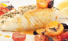 Poszukujesz nowych przepisów na pyszne ryby? Idealnie trafiłeś. Znakomity przepis na rybne filety zapiekane z pomidorkami koktajlowymi, czosnkiem, cebulą, skropione białym winem. Fish Stew, Fish Crafts, Camembert Cheese, Sausage, Cooking Recipes, Tasty, Meat, Chicken, Dinner