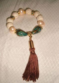 pulseira turquesa branca com pingente