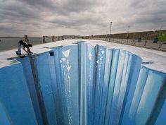 Amazing side walk art....whaaaaaaa???